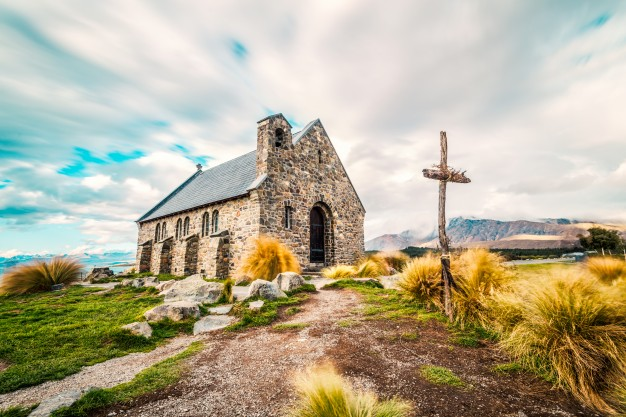 church-in-the-middle-of-the-field_1088-86